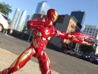 Marvel-Select-Avengers-Infinity-War-Iron-Man01.jpg