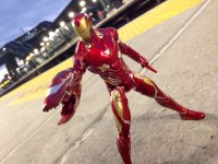 Marvel-Select-Avengers-Infinity-War-Iron-Man02.jpg