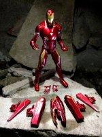 Marvel-Select-Avengers-Infinity-War-Iron-Man03.jpg