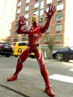 Marvel-Select-Avengers-Infinity-War-Iron-Man13.jpg