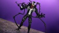 Marvel-Select-Disney-Store-Venom-02.jpg