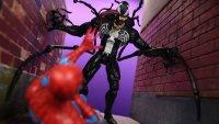 Marvel-Select-Disney-Store-Venom-05.jpg