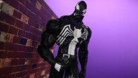 Marvel-Select-Disney-Store-Venom-07.jpg