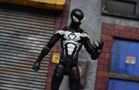 Marvel-Legends-Black-Symbiote-Spiderman-02.jpg