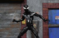 Marvel-Legends-Black-Symbiote-Spiderman-03.jpg