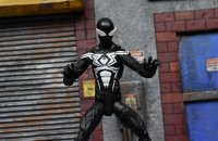 Marvel-Legends-Black-Symbiote-Spiderman-06.jpg