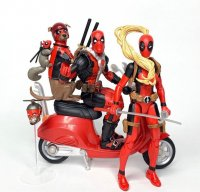 Marvel-Legends-Deluxe-Deadpool-And-Professor-X01.jpg