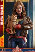 Hot-Toys-Captain-Marvel-02.jpg