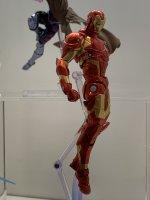 Revoltech-Bleeding-Edge-Iron-Man-03.jpg