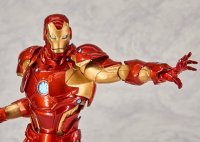 Revoltech-Bleeding-Edge-Iron-Man-04.jpg