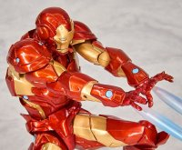 Revoltech-Bleeding-Edge-Iron-Man-07.jpg