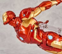 Revoltech-Bleeding-Edge-Iron-Man-09.jpg
