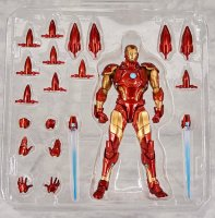 Revoltech-Bleeding-Edge-Iron-Man-13.jpg