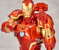 Revoltech-Bleeding-Edge-Iron-Man-19.jpg